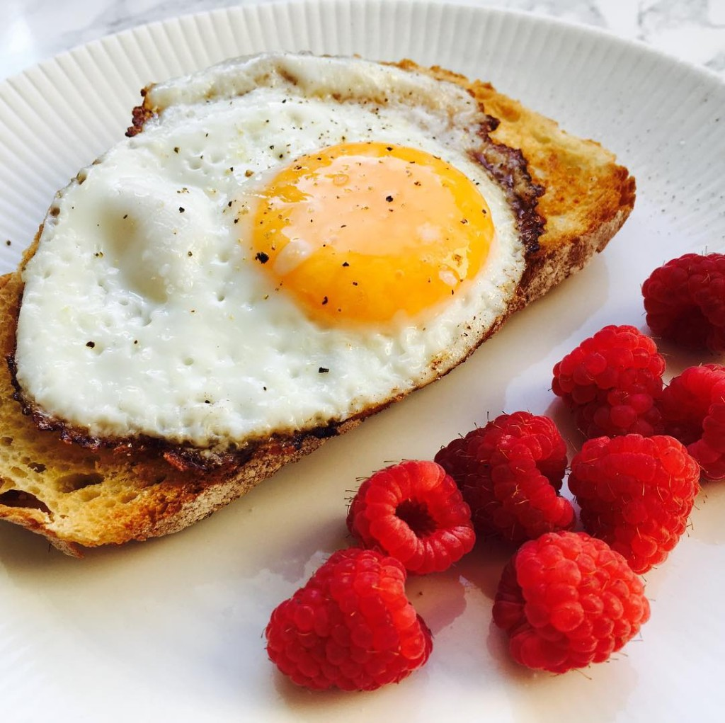 EASY LIKE SUNDAY MORNING  Sunny side up egg frambozenhellip