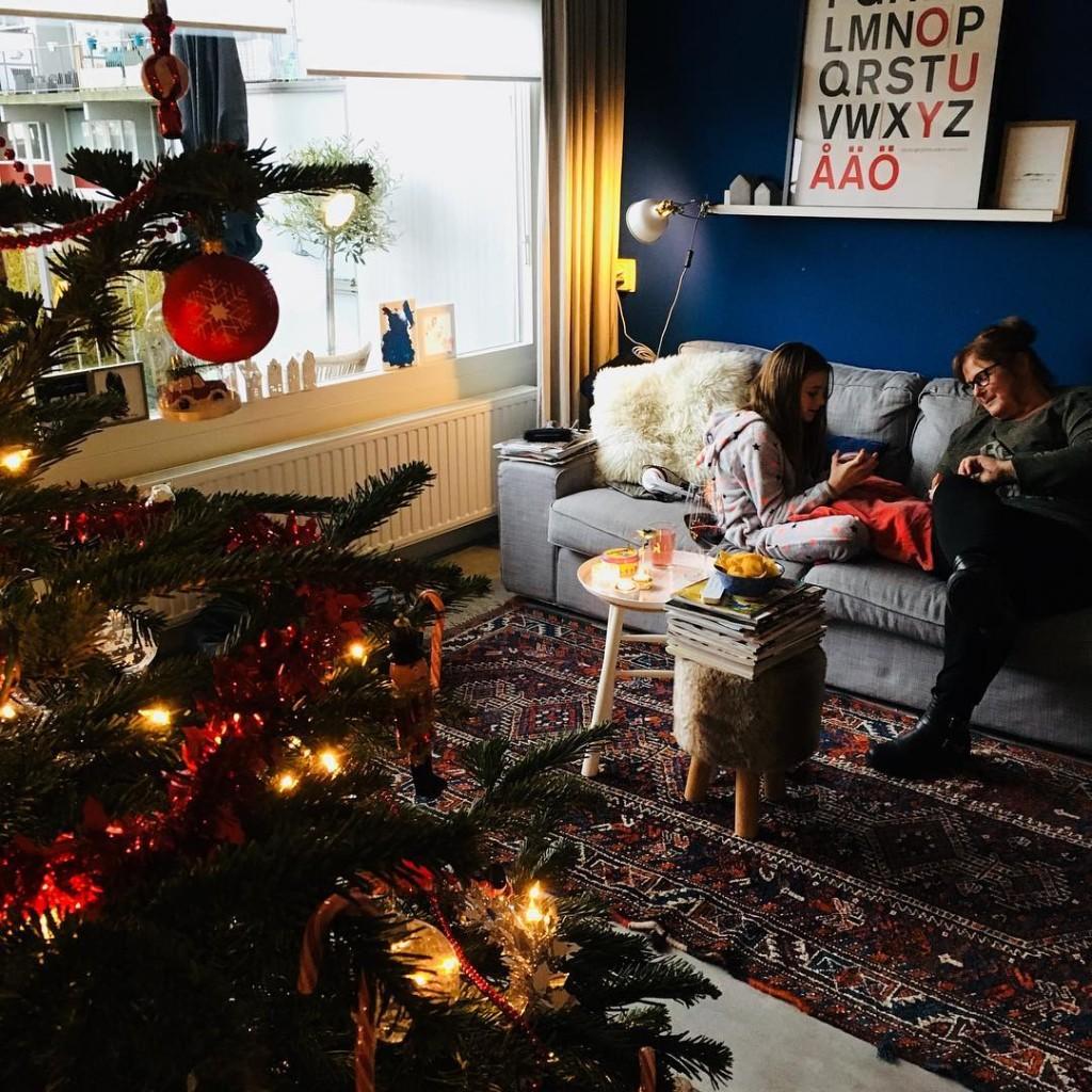 ALL ABOUT FAMILY  Zaterdagmiddag spelletjes spelen met Oma Olgahellip